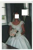 Robe de mariée d'occasion avec jupon, guêpière, voile et bouquet pas cher