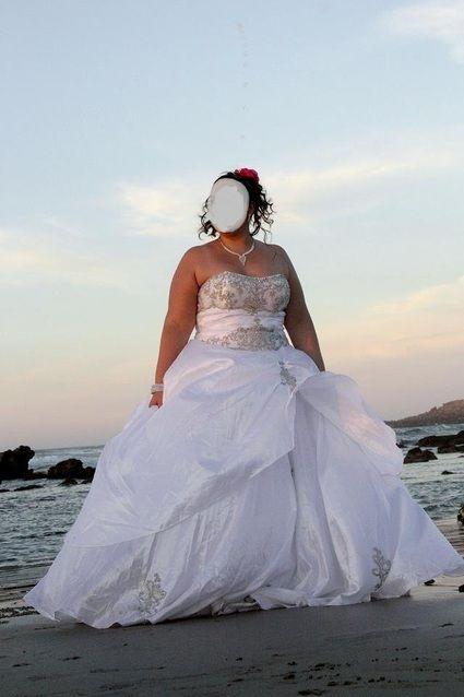 Robe de mari e princesse d 39 occasion avec perles sur le bustier for Petite occasion habille les mariages