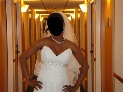 Robe de mari e en dentelle avec le voile d 39 occasion for Petite occasion habille les mariages
