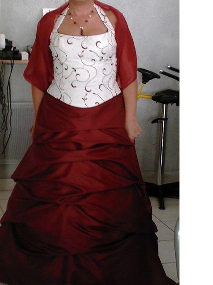 Robe de mariee ivoire et bordeaux point mariage