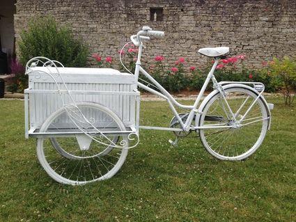 Vélo triporteur déco mariage Calvados