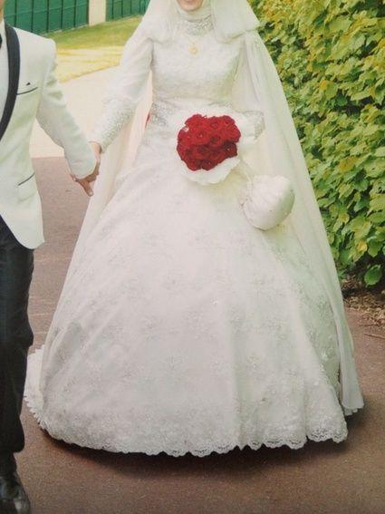 Robe de mariée modèle turc avec une traine de 1 mètre