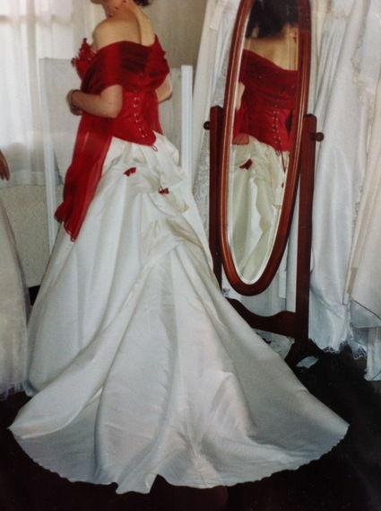 Robe Mariée de Rêve modèle Rubis blanche et rouge