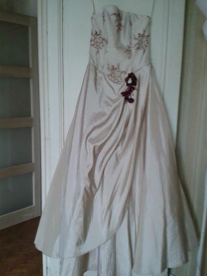 robe de mari e neuve couleur champagne avec broderie bordeaux et or gironde. Black Bedroom Furniture Sets. Home Design Ideas