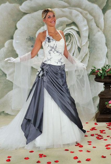 Robe de mariée grise et ivoire d'occasion