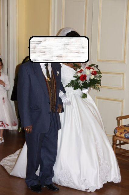 Robe de mari e style sissi perl e sur le bustier avec une for Petite occasion habille les mariages