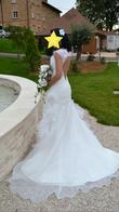 Robe longue sirène blanche dos nu et plume - Occasion du Mariage