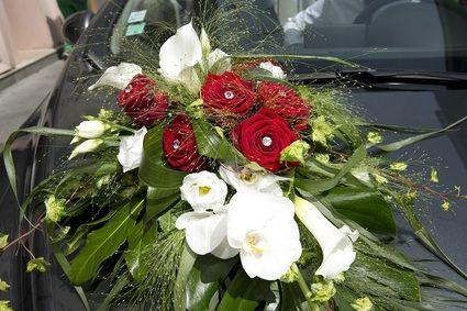 Ventouse voiture pour bouquet de fleurs occasion du mariage - Decoration voiture mariage sans fleur ...