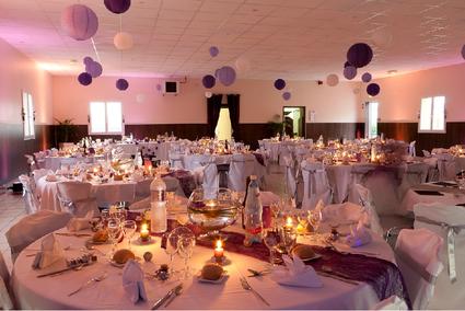 Lanternes chinoises en décoration de salle et table de mariage