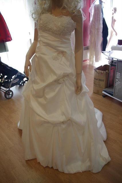 Robe de mari e ivoire neuve avec la tra ne et le jupon for Petite occasion habille les mariages