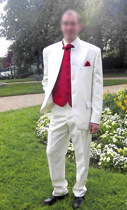 Costume complet blanc avec gilet et cravatte rouge occasion - Hauts de Seine 72f45726c60