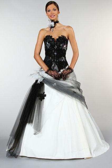 robe de mari e bustier ivoire et noire d 39 occasion. Black Bedroom Furniture Sets. Home Design Ideas
