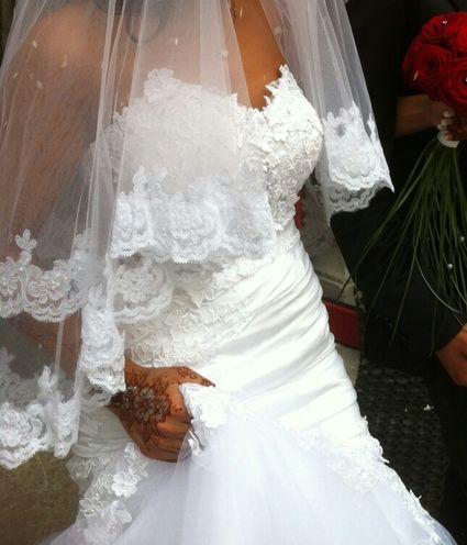 Robe de mariée et accessoires doccasion en dentelle et strass