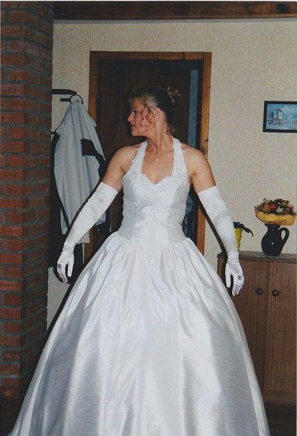 Robe de mariée avec voile jupon gants doccasion