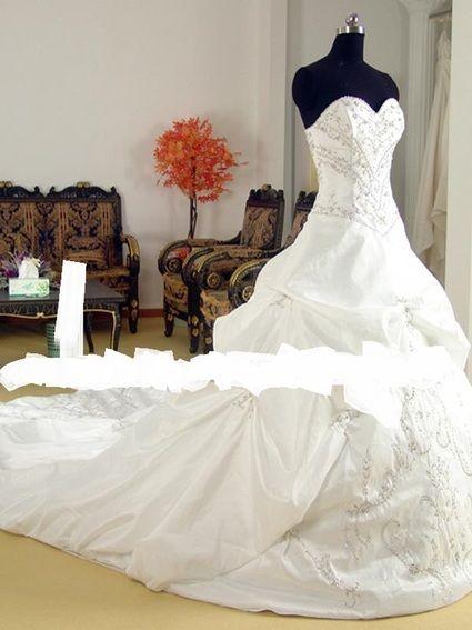 Robe de mariée bustier avec longue traine
