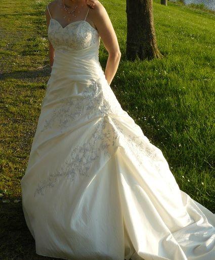 Robe de mari e ivoire avec petite tra ne d 39 occasion for Petite occasion habille les mariages