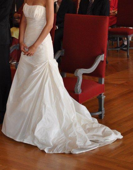 Robe de mari e pronovias haya de forme fourreau avec une for Petite occasion habille les mariages