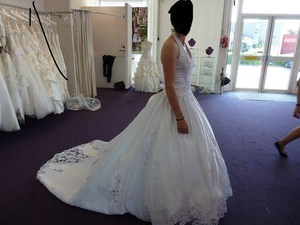 Robe de mariée d'occasion avec voile, jarretière, corsaire, gants et châle