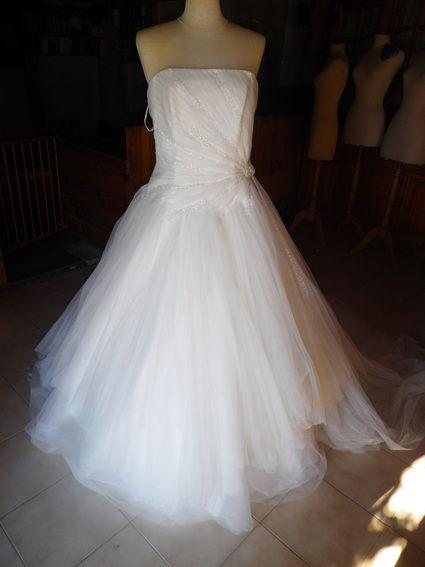 Robe de mariée avec petits gants résilles et long voile - Occasion du Mariage