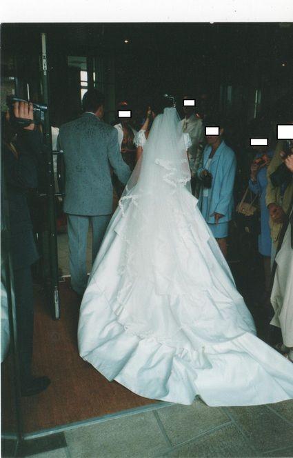 Robe de mariée doccasion avec jupon, guêpière, voile et bouquet ...