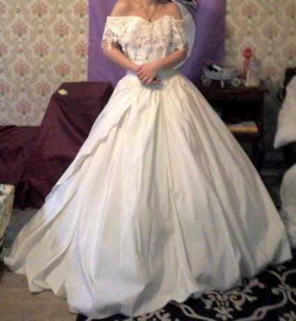 Robe de mariée pas cher avec jupon et cerceaux - Occasion du mariage