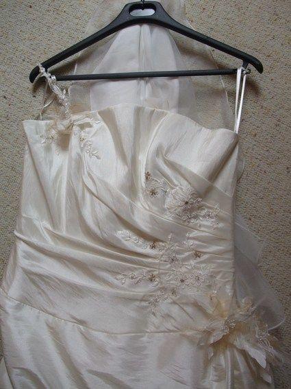 Robe de mariée neuve créateur bisontin couleur ivoire