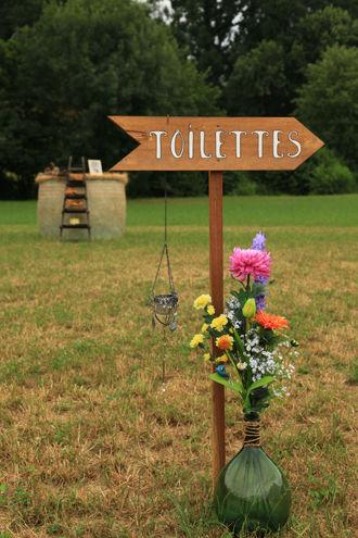 Panneau Toilettes en décoration de mariage