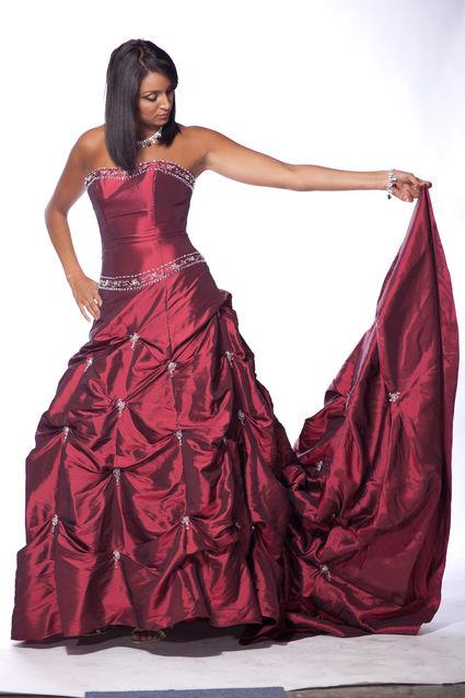 Robe de mariée de Princesse Pronuptia doccasion couleur bordeaux