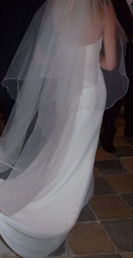 Robe de mariée esprit empire en mousseline de soie et longue traîne à Lyon