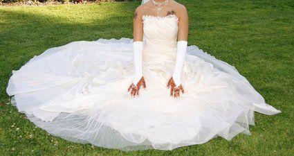 Robe de mariée champagne d'occasion avec voile, gants, bijoux et jupon