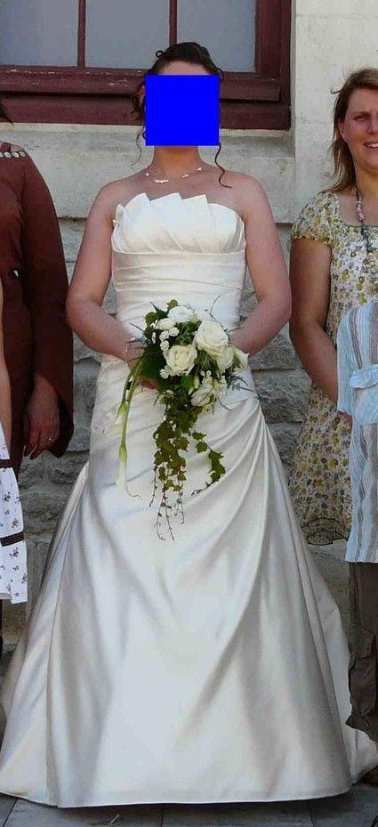 Robe de mariée ivoire taille 38 avec jupon et arceau d'occasion