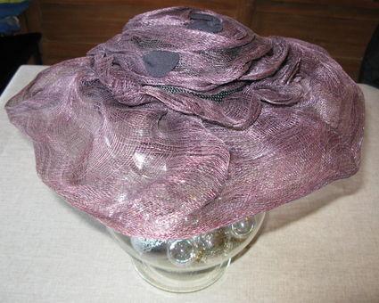 Chapeau de cérémonie ou de mariage bleu en tulle
