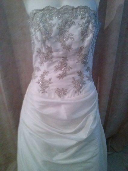 Robe de mariée ivoire d'occasion taille 40 avec traîne et bustier
