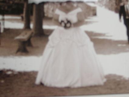 Robe de Mariée pas cher, grande taille avec traine 2012 - Occasion du Mariage