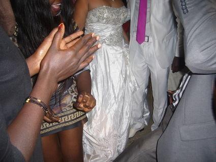 Robe de mariée princesse d'occasion avec perles sur le bustier