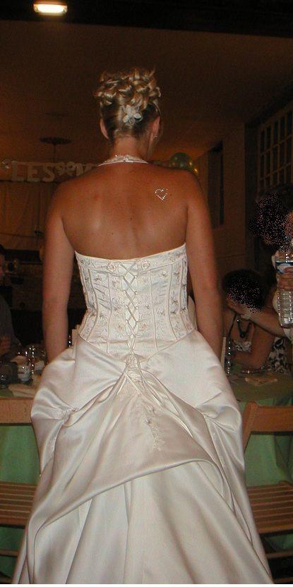 Robe de mariée champagne avec traîne, jupon avec cerceau et gants de mariage