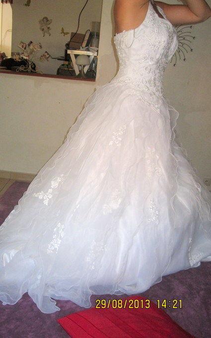 Robe de mariée neuve PRONUPTIA T38 avec jupon et voile