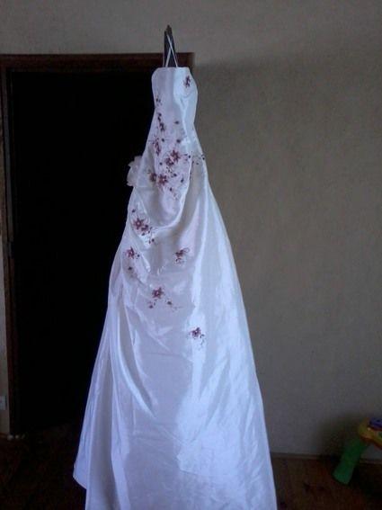 Robe de mariée Tati Mariage avec traîne légère, jupon et chaussures