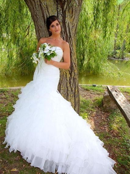 Belle robe de mariée d'occasion style Falbala avec jupon, voile et chaussures