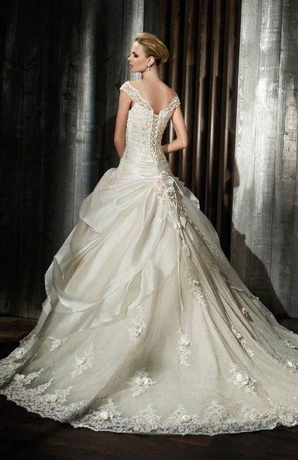 Robe de mariée COSMOBELLA 2012 neuve pas cher - Occasion du Mariage