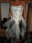 Robe de mariée noire et blanche en tulle pas cher - Occasion du Mariage