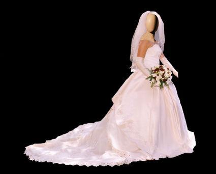 Robe de Mariée Montargis d'occasion avec grande traîne et jarretière