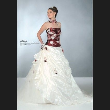 Robe de mariée Alliance de Annie Couture ivoire bordeaux d'occasion