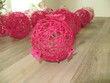 Boules rotin fuchsia avec fleurs - Occasion du Mariage