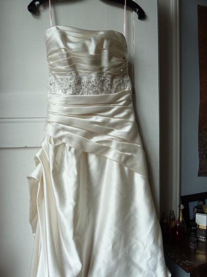 Robe de mariee marque Cosmobella coloris ivoire rosé d'occasion