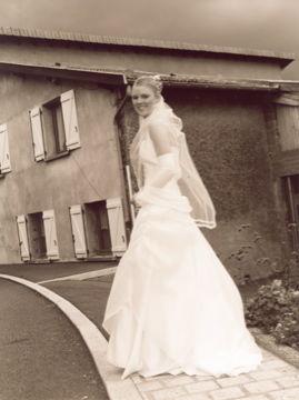 Robe de mariée crème 2 pièces + accessoires pas cher - Occasion du Mariage