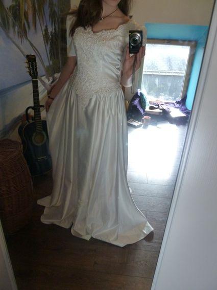 Superbe robe de mariée blanche perlée d'occasion T44