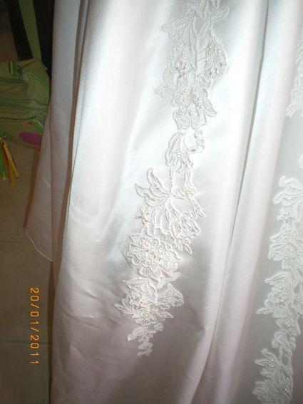 Robe de mariée Demetrios taille 38 en satin blanc d'occasion