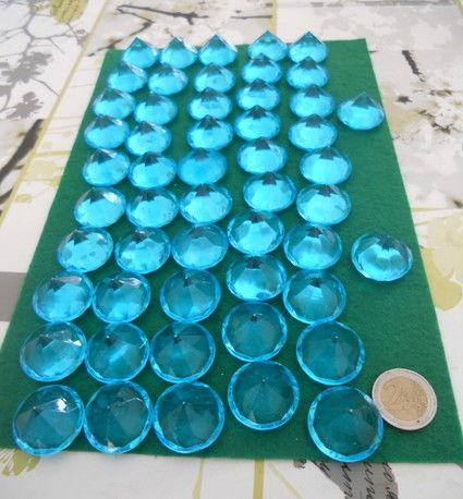 Lot de diamants en plastique blanc et turquoise en déco de mariage