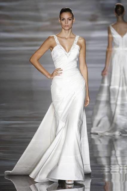 Robe de mariée Modèle Rania de Pronovias pas cher - Occasion du Mariage
